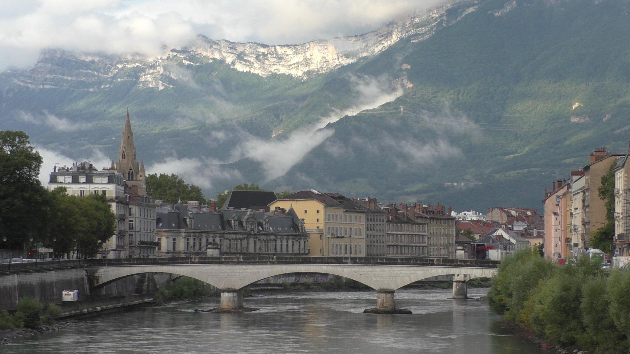 Grenoble nehir kenarı